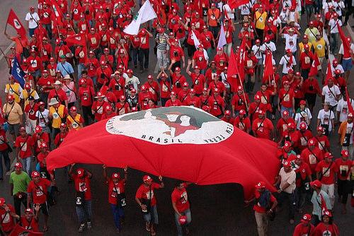 Un juez ordenó desalojar 450 familias del MST en Brasil